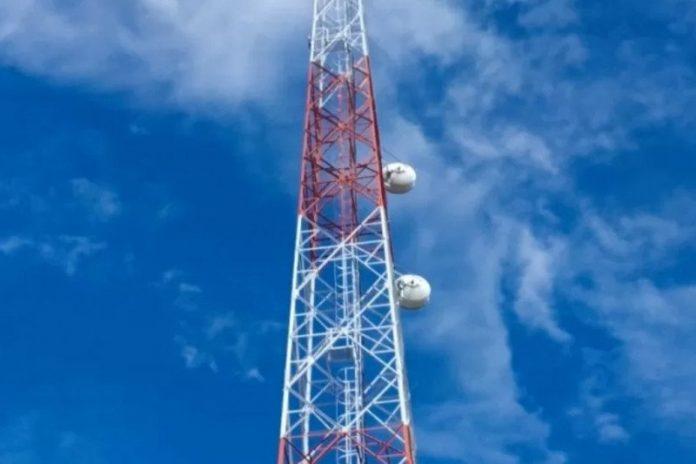 Ilustrasi - Sebuah tower jaringan 4G LTE yang dibangun Telkomsel di Pulau Ndao, Kabupaten Rote Ndao, Provinsi Nusa Tenggara Timur, yang merupakan kabupaten terselatan wilayah Negara Kesatuan Republik Indonesia (NKRI). ANTARA/HO-Humas Telkomsel Area Jawa Bali