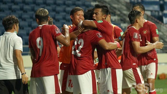 Timnas Indonesia meluapkan kegembiraan setelah berhasil menahan imbang timnas Thailand dalam laga Kualifikasi Piala Dunia 2022 Zona Asia. (PSSI)