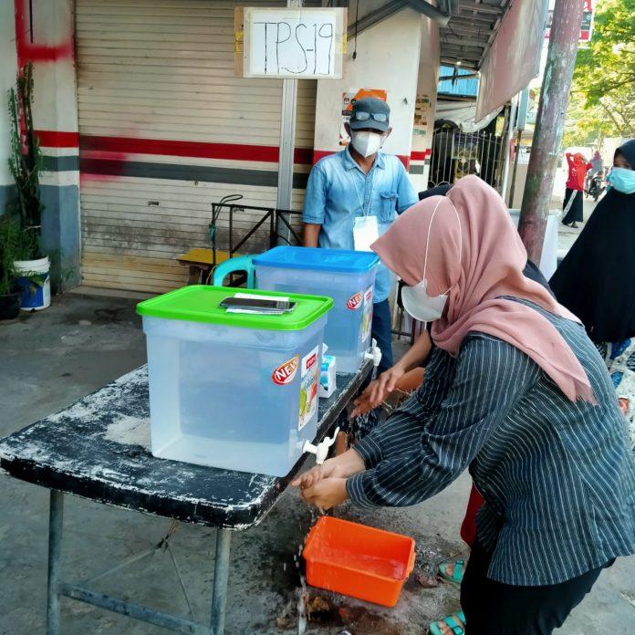 Tempat cuci tangan disediakan di salah satu TPS di Banjarmasin Selatan. (Istimewa-WA Grup)